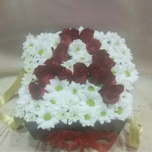 Kare kutuda güllerden harf Isparta çiçek siparişi