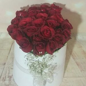 Isparta çiçekçi silindir kutuda kırmızı güller
